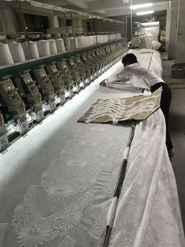 How does the Chinese factory produce lace collar applique?